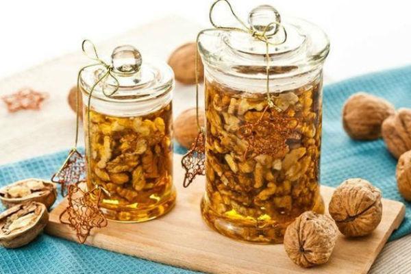 Орехи с медом: полезные свойства, рецепты, применение