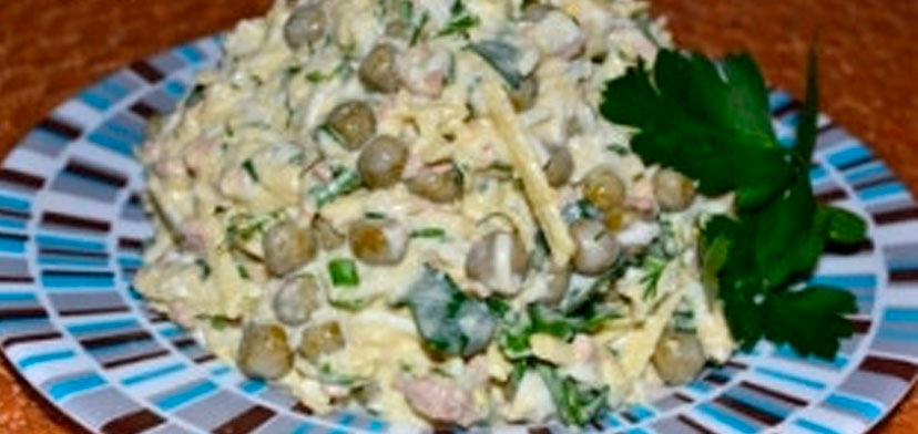salat_s_pecheniu_i_goroshkom
