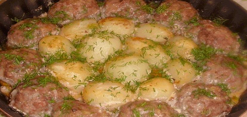 Следующие ингредиенты для формирования котлетной массы — это луковица репчатая обычная и чеснок.