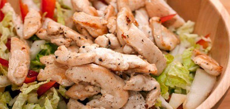 Вкусный салат с куриной грудкой